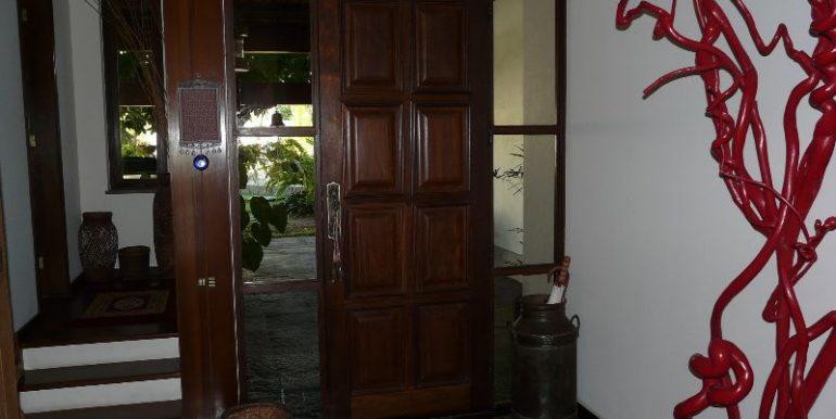 entrada principal e acesso para suite hospedes